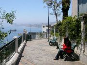 Afterwards we stroll through the characteristic and for Chile absolutely untypical narrow streets and terraces with viewing points from which we have fabulous views to the harbour and over the city.